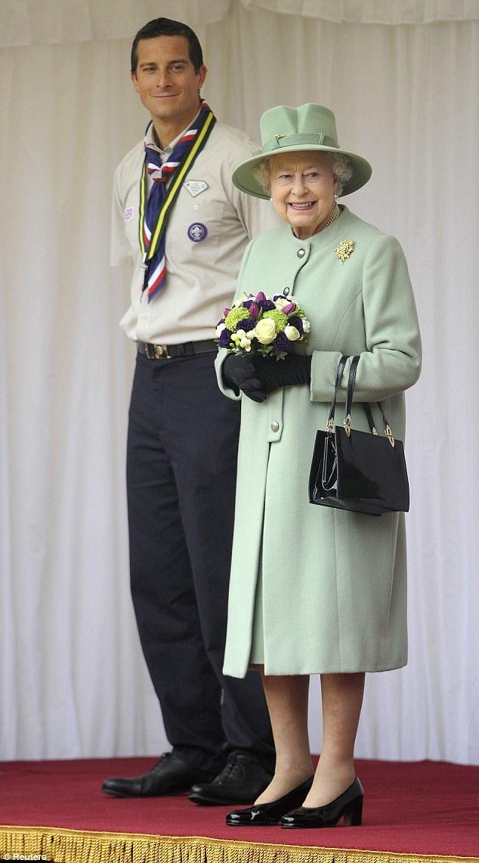 Bear Grylls et Elizabeth II | BearGrylls.fr