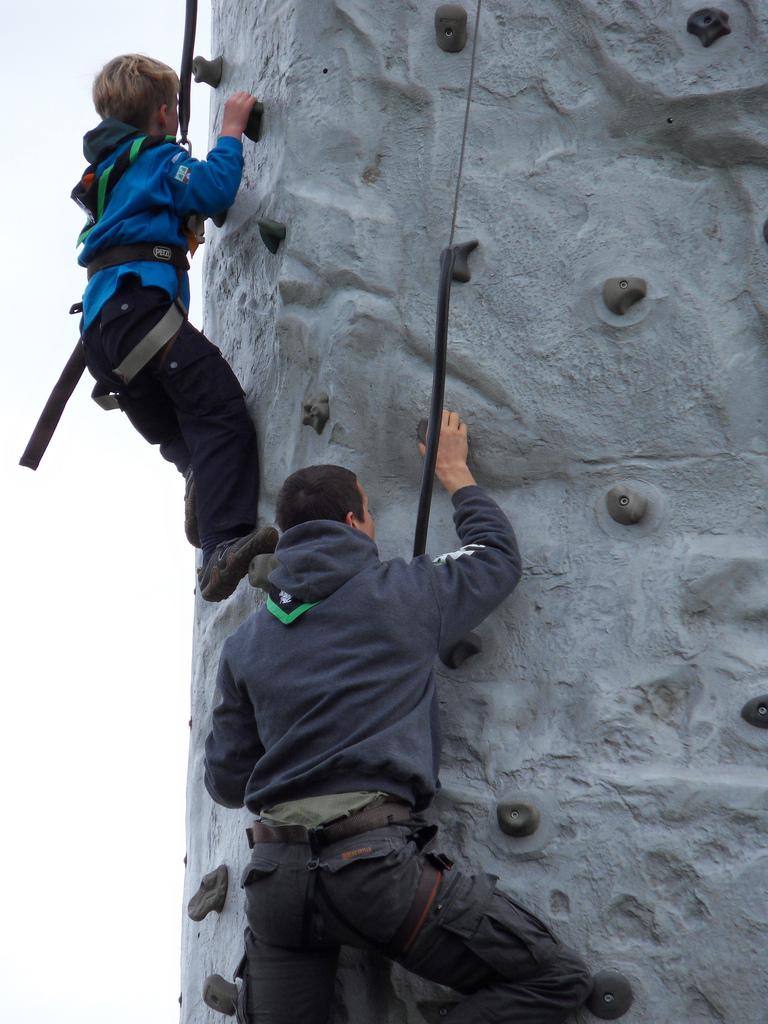 Bear Grylls scout | BearGrylls.fr