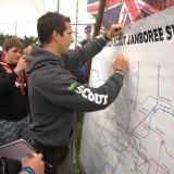 Autographe plan Bear Grylls